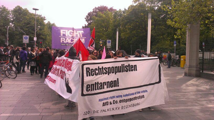 """Die Demo """"Rechtspopulisten enttarnen!"""" an ihrem Startpunkt Ernst-Reuter-Platz"""