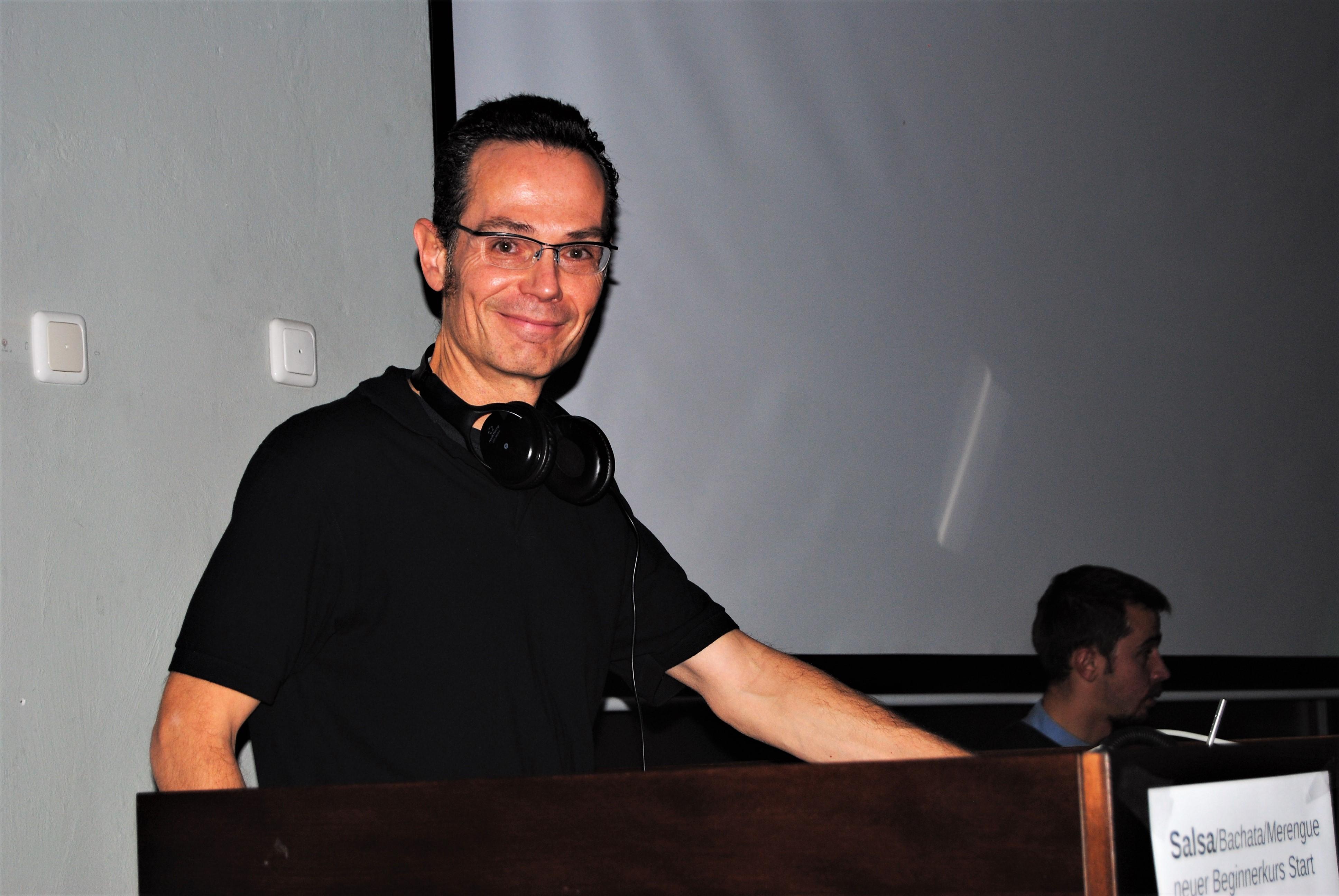 »Weil die Leute mich hier brauchen!« – DJ Haiko über Salsa, Soße und die Windstille auf Kuba || Leben, um zu tanzen! – Teil III
